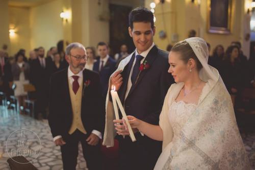 Foto del novio admirando a la novia