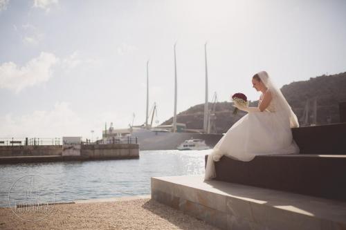 Foto de la novia sonriendo en el puerto de Cartagena