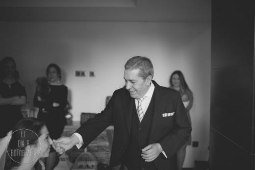 Foto del padrino viendo a su hija de novia en el Hotel Executive Sport
