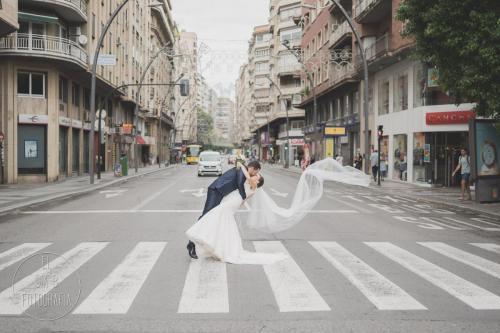 Foto de los novios en la Gran Vía de Murcia