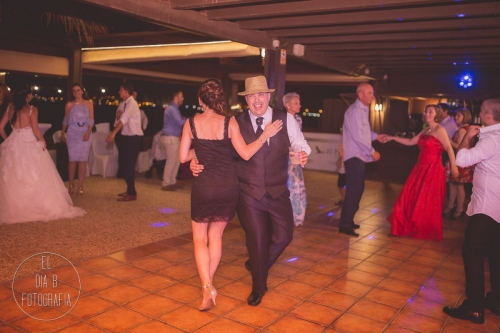 boda-en-la-playa-al-atardecer-fotografo-de-bodas-en-murcia-y-cartagena-69